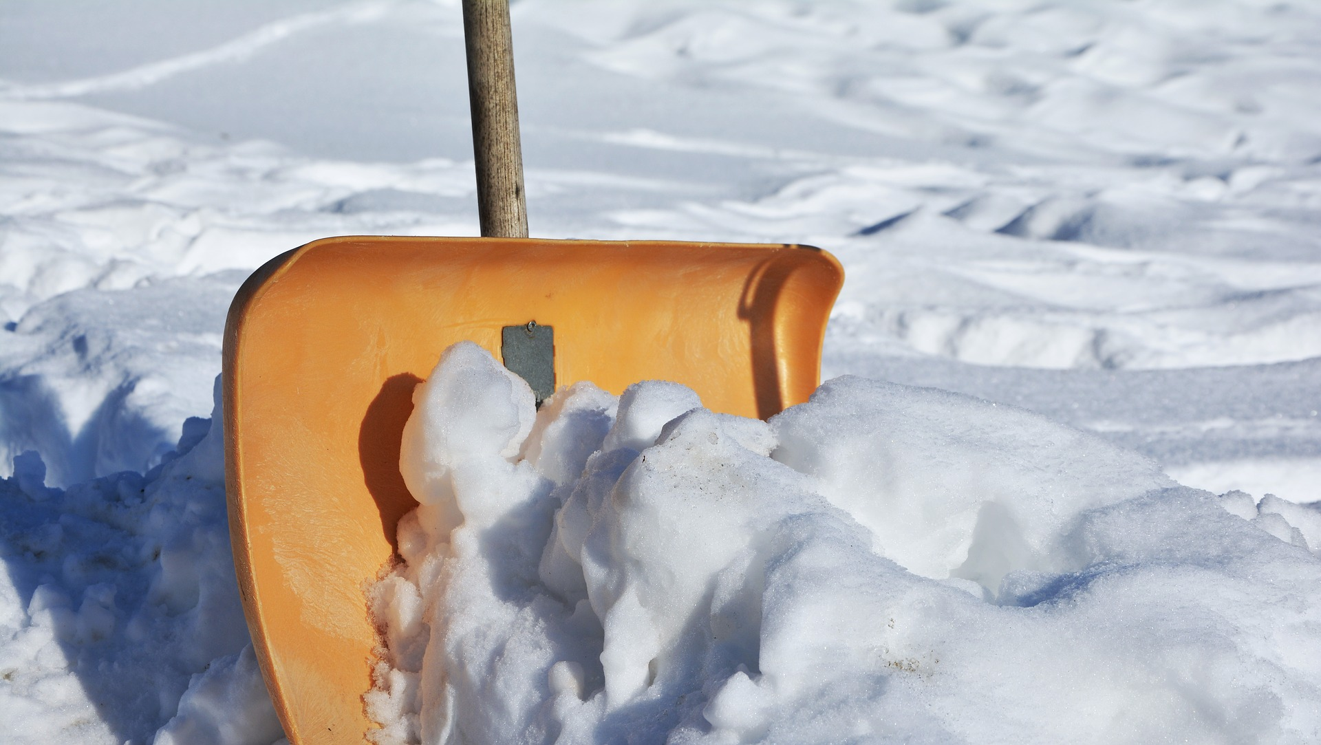 snow-shovel-2001776_1920